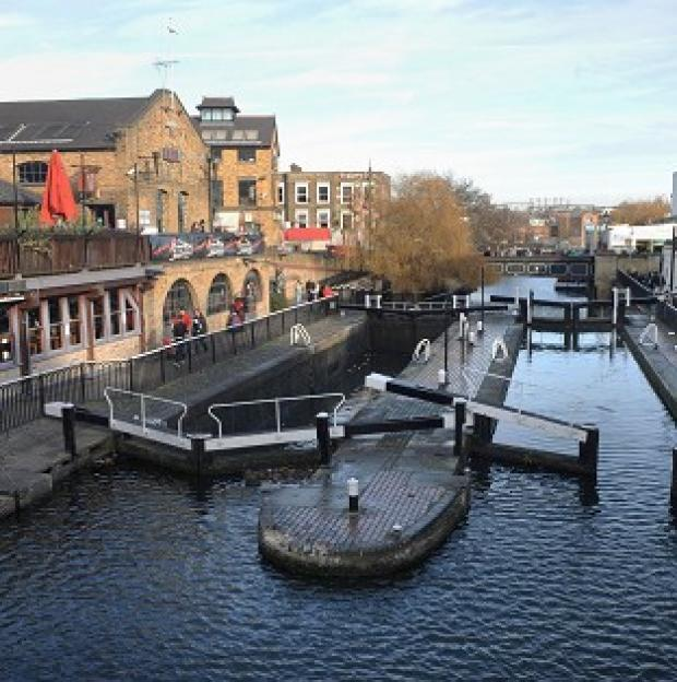 Romsey Advertiser: The Environment Agency is said to be planning to cut 90 residential keepers dealing with locks, sluices and weirs on the River Thames