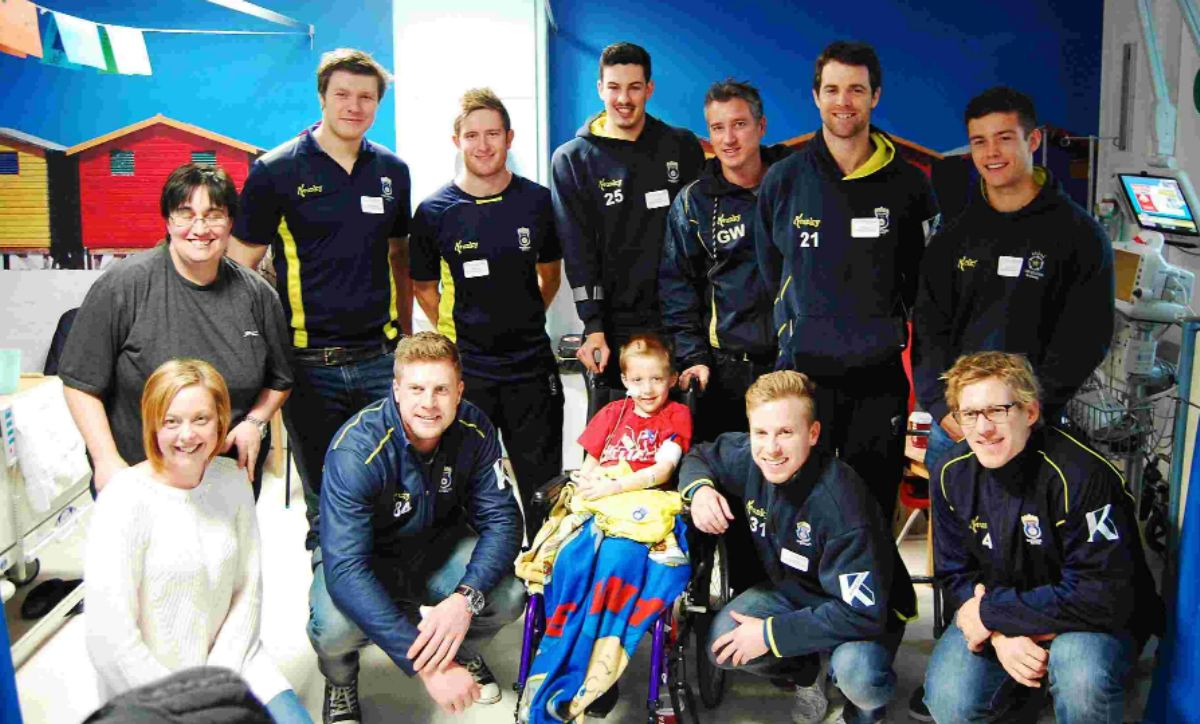 Hampshire Cricket squad members visit Jack Robinson.
