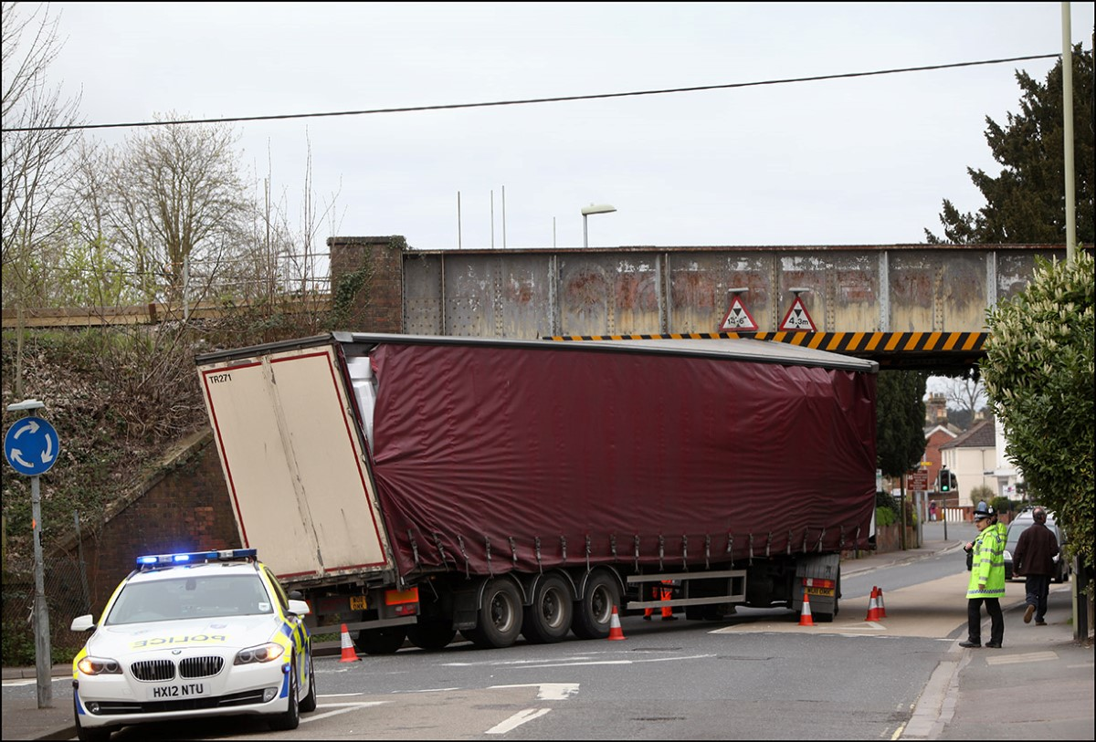 VIDEO: Lorry stuck under bridge - again
