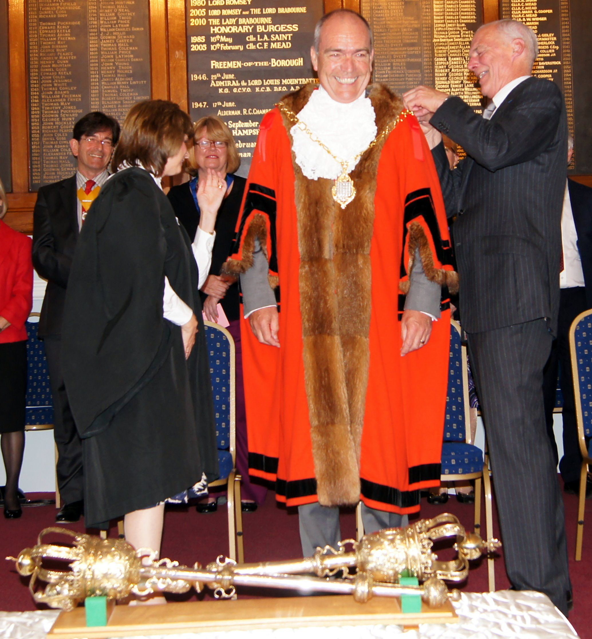Romsey's new mayor Peter Hurst receives his chain office