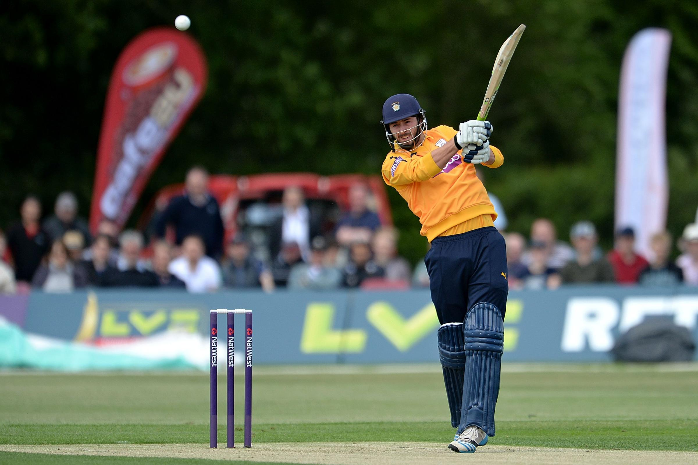 Hants charge to another T20 victory