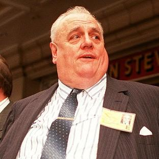 Police investigating child sex abuse claims against Sir Cyril Smith were warned off by a magistrate friend, a report says