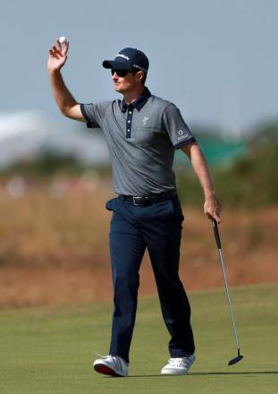 Justin Rose salutes the crowd after making a birdie putt earlier today.