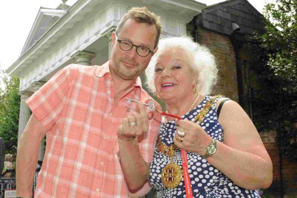 Hugh Fearnley-Whittingstall accepts the keys to Abbey Mill from the Mayor of Winchester, Cllr Eileen Berry.