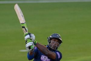 VIDEO: Watch Carberry lose his bat on his Big Bash debut
