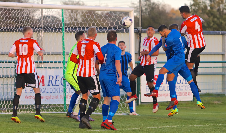 Pete Castle (no4) heads in for Sholing. Photo by Ray Routledge.