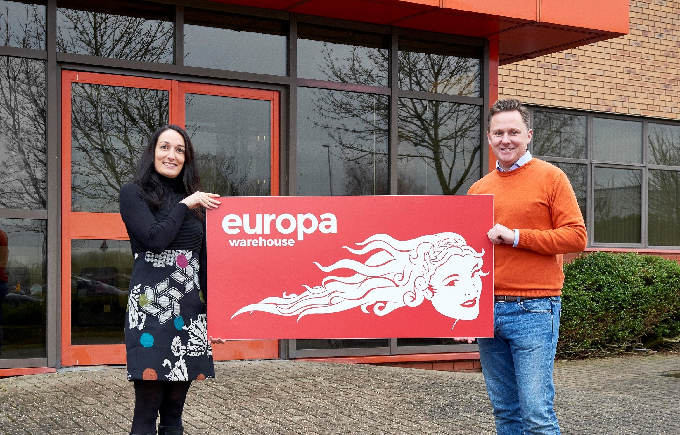 Europa Menzies L-R Maria Torrent-March, Europa Warehouse Director, and Andrew Baxter, Managing Director of Europa